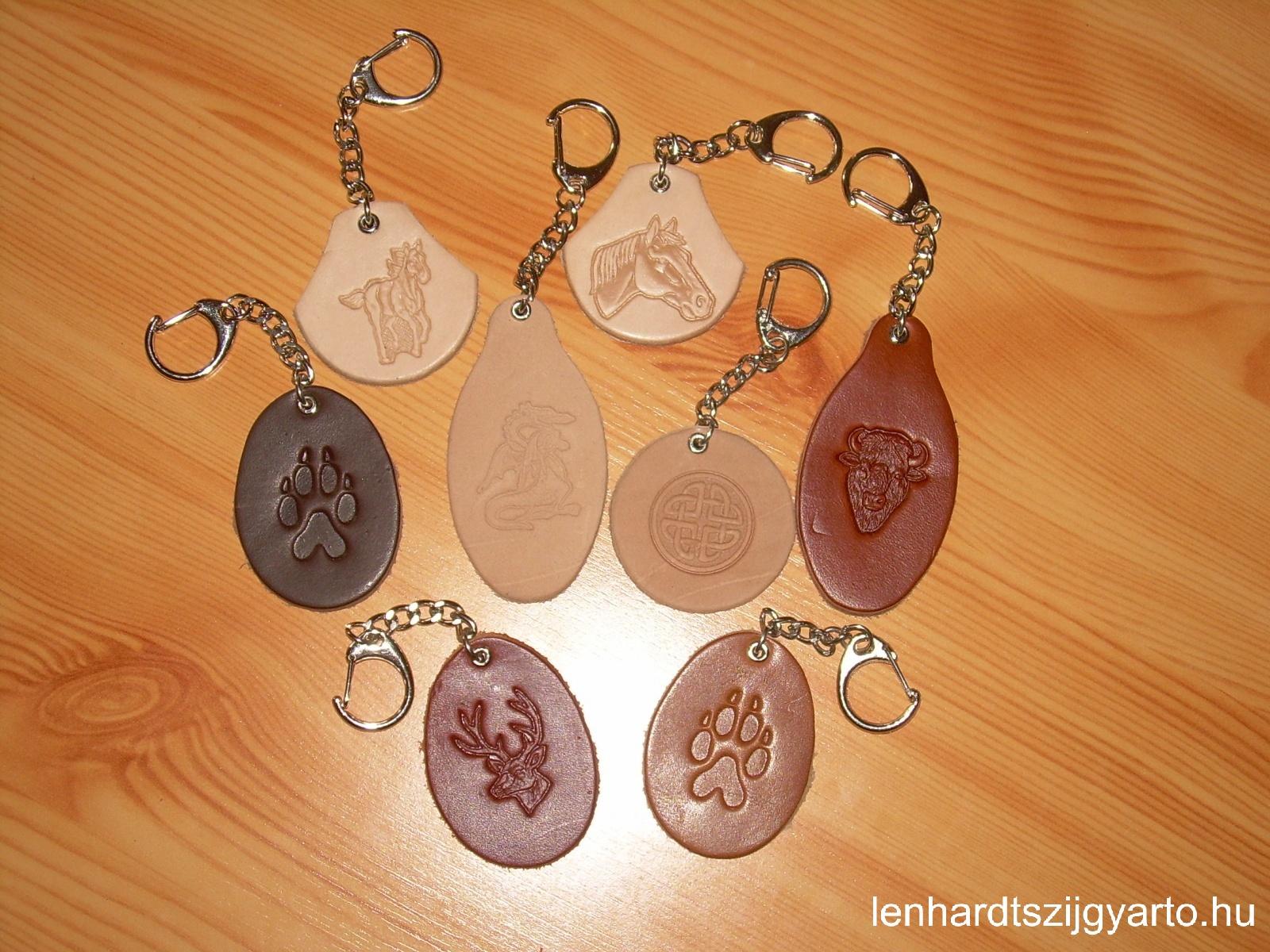Bőr kulcstartók, nyomott mintákkal
